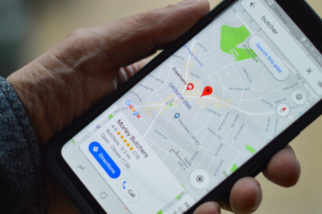 Close-up Mobile Local Search on Google. Focus on local marketing in 2021. Read our article for more insights on Digital marketing trends!